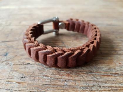 leather-bracelet-brown-3d