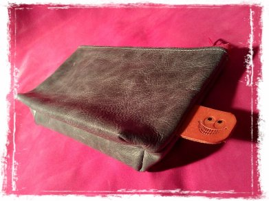 leather etui grey with pink zipper