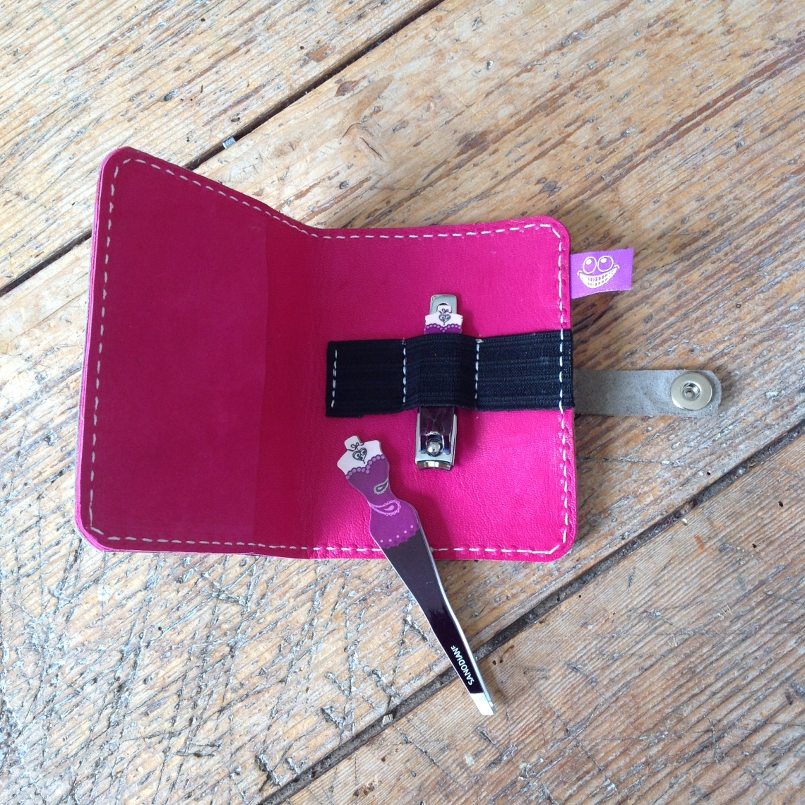 Leather cover for manicure set - inside