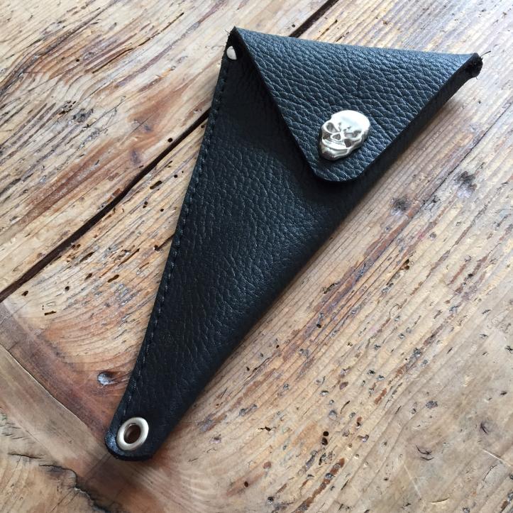Scissor holster black with skull 2