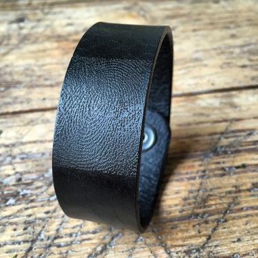 Leather bracelet black with fingerprint